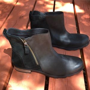 NWT Sorel leather and suede boots, size 11